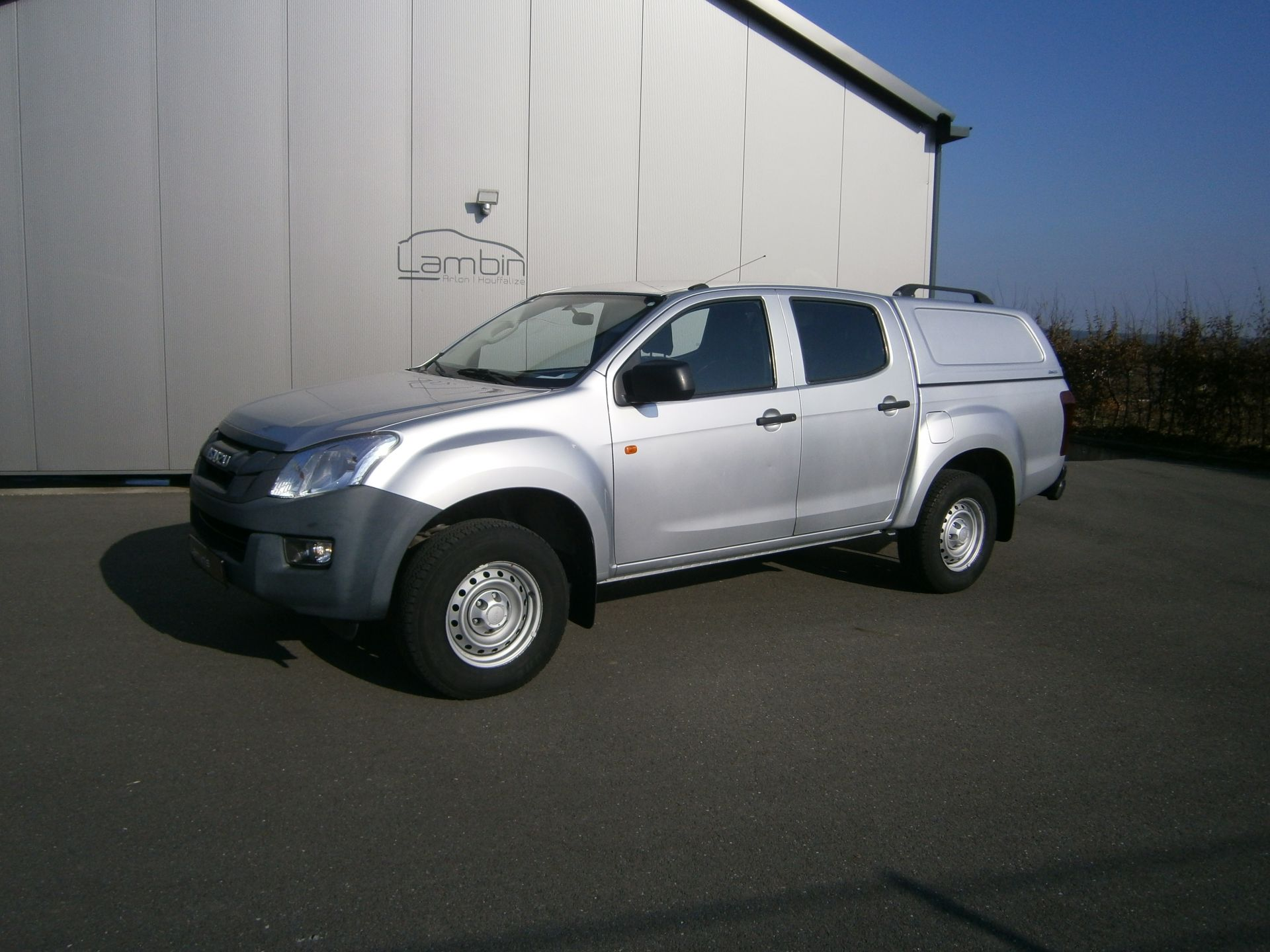 ISUZU D-MAX occasion TWIN TURBO DOUBLE CABINE CUSTOM 4WD 2500 | 2015 | 4 portes Garage Lambin Houffalize